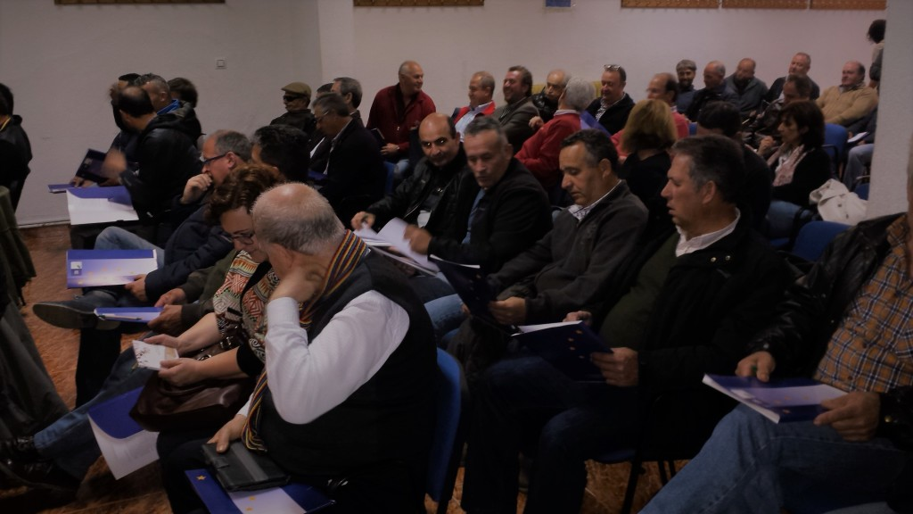 Reunión con representantes del sector tabaquero en el proceso participativo realizado para la elaboración de la EDLP de la Comarca de La Vera (Aldeanueva de la Vera, abril 2016)
